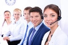 5 collègues au centre d'appel téléphonique