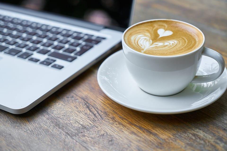Pause-café. Comment rester connecté ?